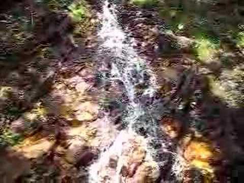 於茂登岳登山道の滝