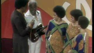 "The Staple Singers sing ""Respect Yourself"" on Soul Train"