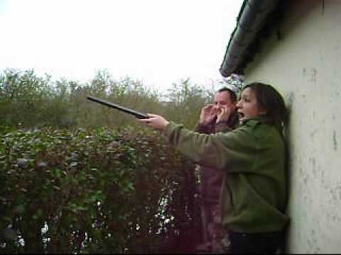 Femme nue tir au fusil