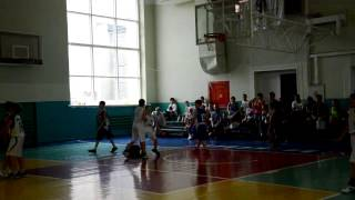 как малыши в баскетбол играют(да иногда даже дети играють лучше мастеров., 2014-06-08T19:50:17.000Z)