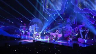 Baixar Katy Perry - Firework @ Liverpool Echo Arena - 18 Oct 2011