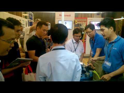 Hytorc Vietnam Demo kỹ thuật Stretch To Load tại Oil & Gas Vietnam (OGAV) 2016 vào 18/10/2016