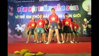 Áo cờ đỏ sao vàng nhảy Flashmob - Nối vòng tay lớn của các em học sinh