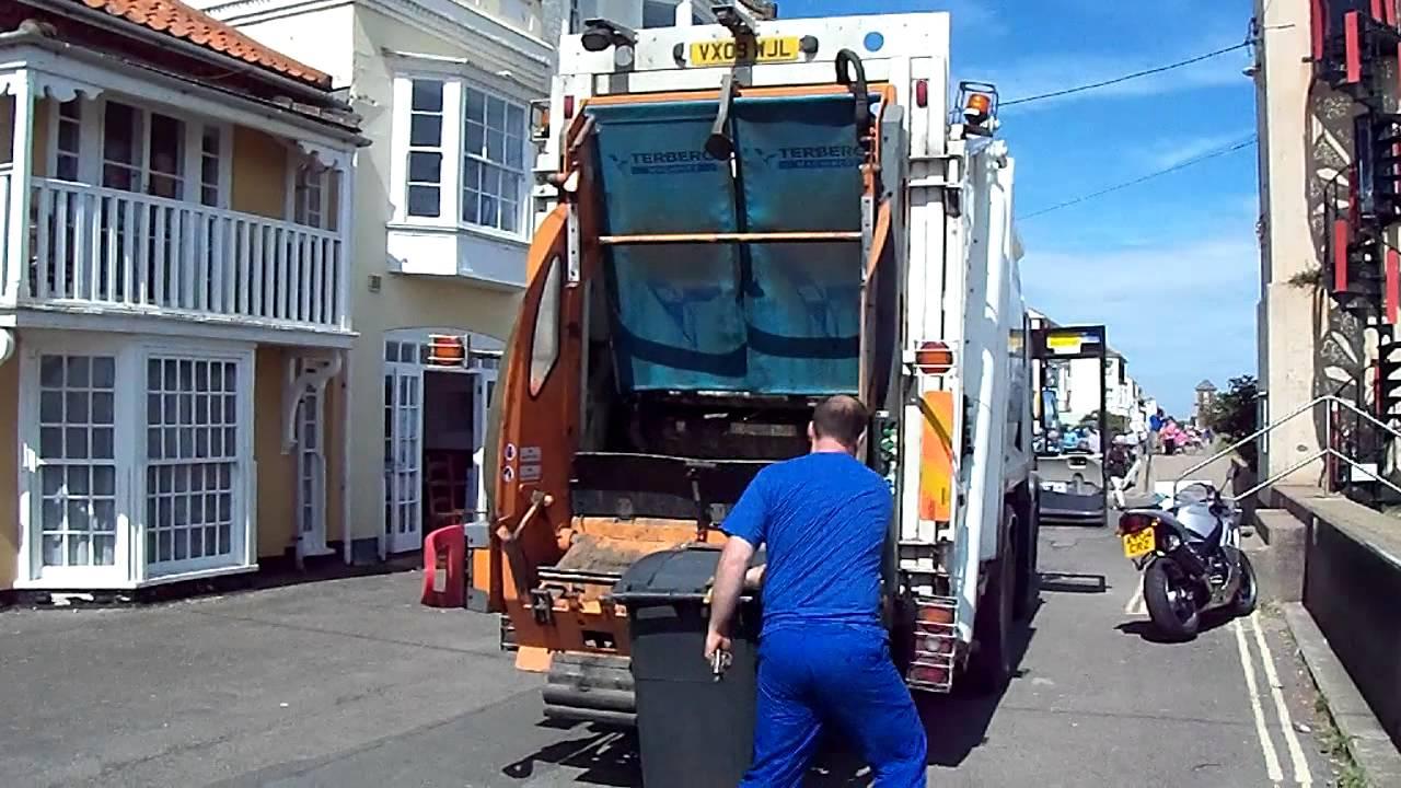 Volvo FH12 crane lorry with HIAB 700E-7 crane working - YouTube