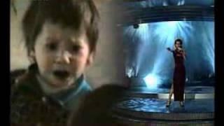 малышка поет песню из фильма ТИТАНИК