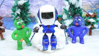 ROBOT WINTER SKI FUN -In- Green Baby Superhero Stop Motion Cartoons For Kids