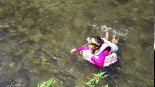 郡上八幡の小駄良川での川遊び 彩乃