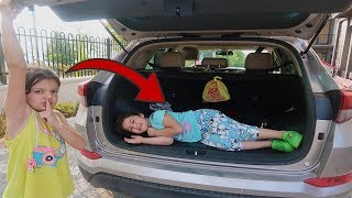 En Komik Saklambaç - Elif Öykü and Masal hide and seek car trunk!!!