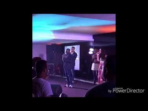 Cantor gospel canta música secular kleber Lucas dentro da igreja