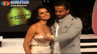 Repeat youtube video Kangana Ranaut on Ramp - Blenders Pride Fashion Tour 2012 Day 1