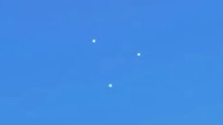 Daylight GIANT Triangle UFO flying in Clear Sky, Jan 2014