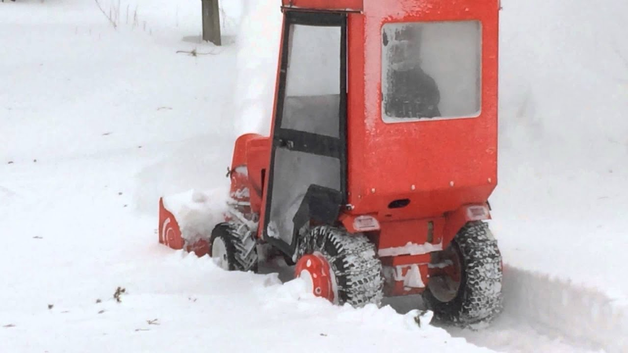 Case Ingersoll 224 Blowing Snow Juno