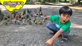 DINOSAUR HUNT in the forest! Skyheart and Daddy finds dinosaur toys for kids jurassic world
