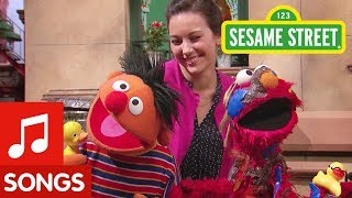Sesame Street: Elmo and Ernie Sing Rubber Duckie Song