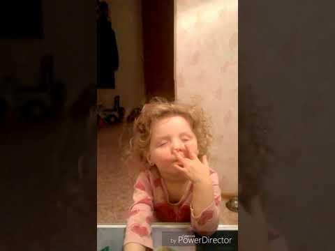 Вкусные пальцы...))) смешные дети 😂