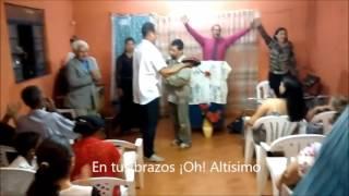 MENDIGO CANTA EN UNA IGLESIA Y UN HOMBRE LE PROFETIZA - SUBTÍTULOS  EN  ESPAÑOL