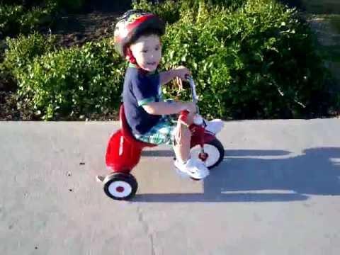 Resultado de imagen para imagenes niño con triciclo