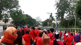 (Raw video) NXP workers breach gate of Cabuyao ecozone for second time (6.05.2014)