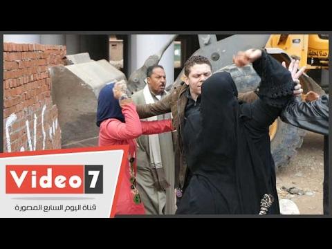 مواطنون يرشقون حملة لإزالة التعديات فى أوسيم بالحجارة