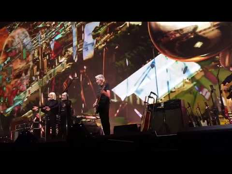 Roger Waters - Breathe (In the Air) Live at the Meadowlands