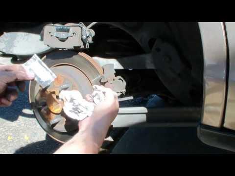 98-02 crown victoria marquis town car front /& rear brake pad 2 set of 8 pcs