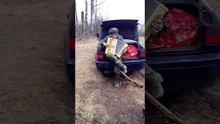 Немецкий камрад попрошайничает)