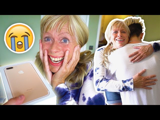 NEW $1000 IPHONE 7 SURPRISE ON MY MOM!! (emotional)