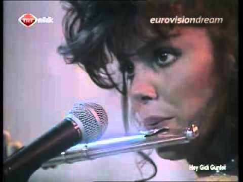 TRT Müzik ekranlarında Arzu Ece rüzgarı esti