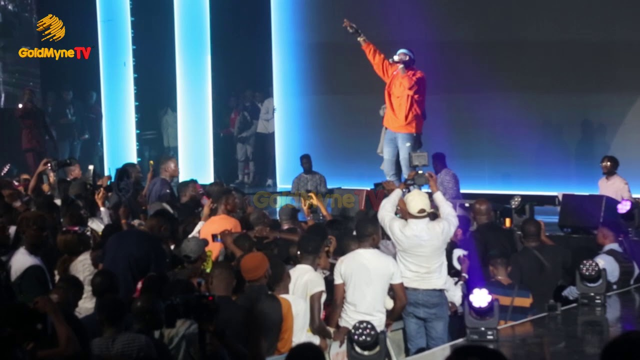 NAIRA MARLEY GIVES AWAY 0 TO FANS ON STAGE AT MARLIAN FEST