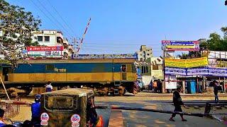 Railway. Bangladesh Railroad Crossing to Dhaka/ Проезд железнодорожного переезда в Бангладеш