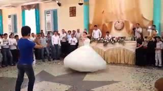 Невеста танцует очень красиво