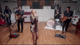 """Carrie Underwood + Target performs """"Heartbeat"""""""
