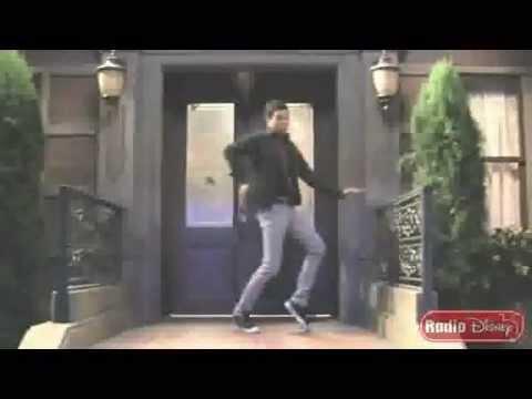 Chris Brown and Roshon Fegan Dancing :D