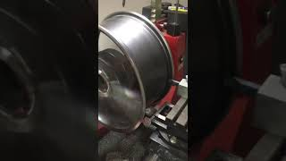 Oprava alu kola AMG. Rovnání a zavaření prasklého disku. Máte podobný problém ?  Volejte 608445511