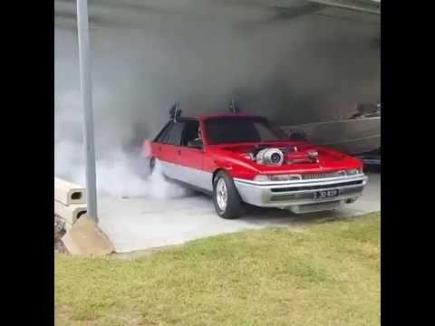 Holden VL Calais With A Turbo Boost Makes An Awesome Burnout!