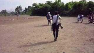 俳優の村上弘明さん、バイク雑誌の撮影風景です。 30年ぶりのオフロードライディング。小さなバイクで練習してから 本番撮影までのダイジェスト!