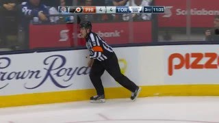 Gotta See It: Referee sees stars after being sandwiched