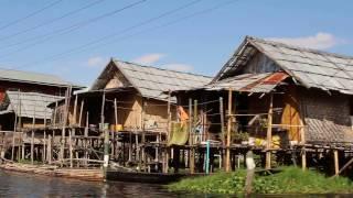 インレー湖の水上で暮らすインター族の集落(ミャンマー)