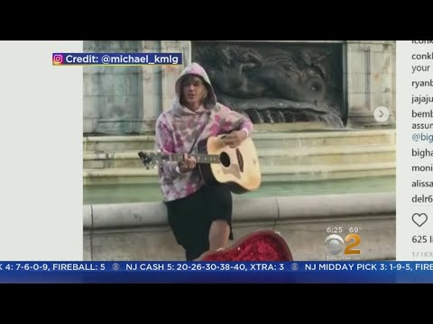 Justin Bieber Sings For Bride Outside Buckingham Palace