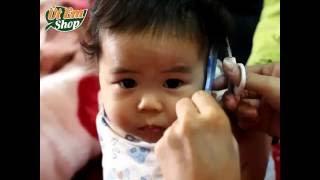 Mẹ Út Em lúng ta lúng túng khi lần đầu cắt tóc cho con