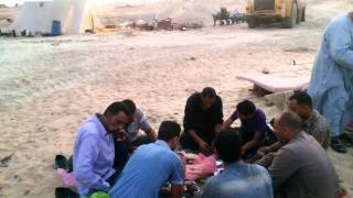 New Suez Canal workers eat breakfast at work sites