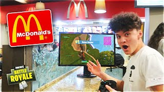 15 Year Old Kid Wins Game Of Fortnite In McDonald's