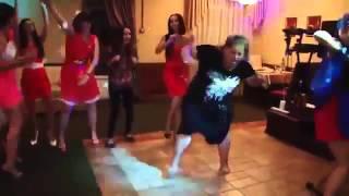 Улетные танцы на свадьбе! Видео приколы!
