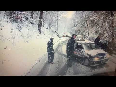 Double crash in Nant y Garth pass - Dashcam in the snow