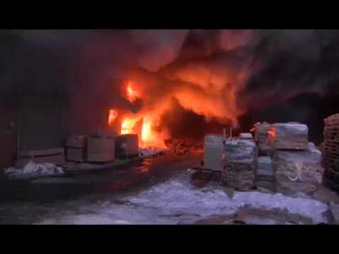 Мебельный цех загорелся в Челябинске