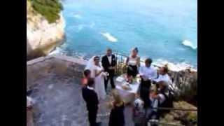 Свадьба на скале у моря в Италии. Любительская съемка.