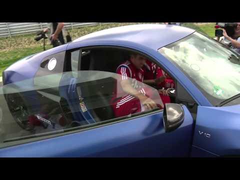 Bayern-Stars geben Gas: Neue Autos für Pep Guardiola und Co.   FC Bayern München