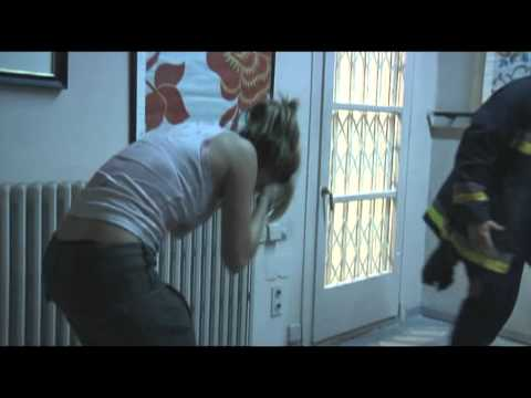 REC (2007): Ángela se derrumba (Escena eliminada)