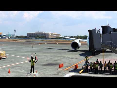 ANA (All Nippon Airways) Boeing B787 Dreamliner in Manila 01 MAY 2014