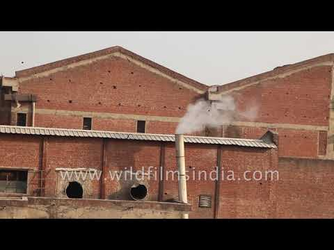Factory in Gujarat spews out smoke: air pollution source in Gujarat